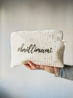 Neceser #brillimami | Pimienta y Purpurina Bed Pillows, Pillow Cases, Glitter, Cosmetic Bag, Stamps, Dressmaking, Pillows