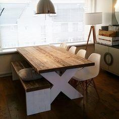 Schijven Hout. Tafel+bankje. Vervaardigd doormiddel houtverbindingen. 449,95 incl btw.