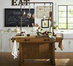 Een prachtig houten werkeiland/tafel voor in de keuken