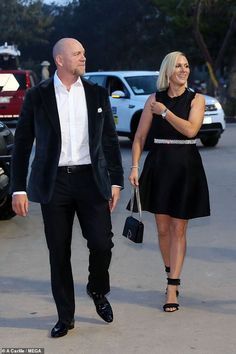Mike Tindall shows off his vocal prowess alongside Ronan Keating at Magic Millions at cocktail party Magic Millions, Mike Tindall, British Family, Zara Phillips, Polo Match, Hm The Queen, Crisp White Shirt, Looking Dapper, Princess Kate