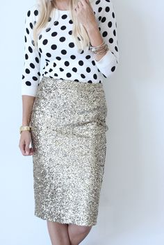 Gold sequin pencil skirt - some metallic shimmer is good. Couture 2016, Moda Fashion, Womens Fashion, Sequin Pencil Skirt, Looks Style, Mode Style, Dress Me Up, Autumn Winter Fashion, Fall Winter
