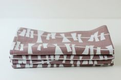 Set of 4 Cloth Table Napkins / Kite Tails White & Grey by SUZUYA