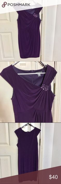 Gorgeous & Versatile Wrap-Around Evening Dress This is a gorgeous & versatile wrap-around evening dress with a perfect above the knee length!   It also has a pretty broach-like bit of bling on the right shoulder that is sure to compliment any hair length. Jessica Howard Dresses