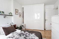 Björkbacksvägen 49, Bromma / Ulvsunda Oversized Mirror, Furniture, Home Decor, Decoration Home, Room Decor, Home Furnishings, Home Interior Design, Home Decoration, Interior Design