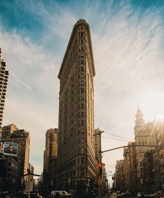 Annoyingly off-centered view of the Flatiron in the afternoon. That light though  /via @DiegoJimenez