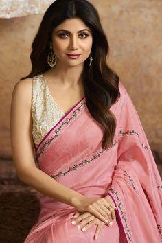 Bollywood Sarees Online, Bollywood Designer Sarees, Designer Sarees Online, Indian Bollywood, Bollywood Actress, Silk Saree Blouse Designs, Silk Sarees, Curvy Petite Fashion, Saree Models