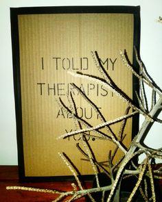 301home / Quadro feito com papelão, caneta permanente e fita.  #quadro #papelão #caneta #permanente #decor #301home