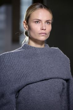 Balenciaga Fall 2014 RTW - Review - Fashion Week - Runway, Fashion Shows and Collections - Vogue