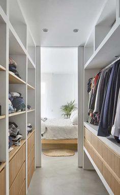 closet layout 102386591516087182 - Source by bayouu Wardrobe Design Bedroom, Master Bedroom Closet, Bedroom Wardrobe, Wardrobe Closet, Home Bedroom, Closet Renovation, Closet Remodel, Walk In Closet Design, Closet Designs