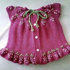Ideas For Crochet Kids Vest Sweets - Örgü Modelleri ve Örgü Örnekleri Crochet Top Outfit, Crochet Jacket, Crochet Cardigan, Baby Blanket Crochet, Crochet Baby, Baby Cardigan, Baby Pullover, Knitting For Kids, Crochet For Kids