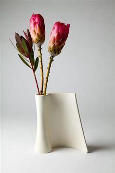 44 Amazing Ceramics Stuff for Home Decoration Ceramic Shop, Ceramic Design, Ceramic Clay, Porcelain Ceramics, Ceramic Vase, Hand Built Pottery, Slab Pottery, Pottery Vase, Ceramic Pottery