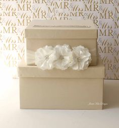 Wedding Card Box - paint decorate with wedding colors Wedding Gift Card Box, Gift Card Boxes, Wedding Boxes, Wedding Cards, Diy Wedding, Wedding Stuff, Wedding Gifts, Dream Wedding, Wedding Day