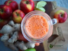 Rawfood carrot juice with apple, ginger & lime