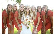 Como organizar el sequito de damas de honor: http://vestidosdenochecortos.com/organizar-sequito-damas-honor/