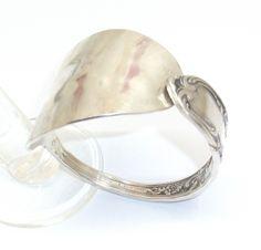 Antikes Silberarmband mit gehämmertem Rand AB101 von Atelier Regina auf DaWanda.com