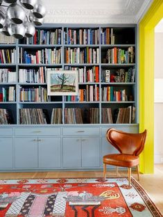 Home library vintage chairs best ideas Interior Design Studio, Home Interior, Home Design, Luxury Interior, Paint Your House, Herringbone Tile, London House, Vintage Chairs, Decoration