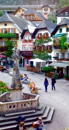 Hallstatt, Austria -  (Alta Austria) es una localidad del distrito montañoso de Salzkammergut, en Austria. Está localizada junto al lago Hallstatt
