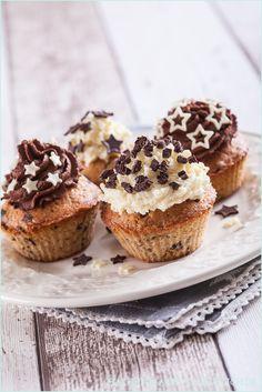 Spekulatius-Cupcakes mit heller und dunkler Schokoladenganache | http://www.backenmachtgluecklich.de