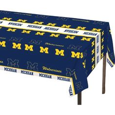 Univ of Michigan 54 x 108 Plastic Tablecover/Case of 12