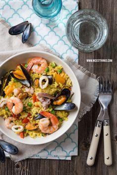 Paella mit Miesmuscheln, Garnelen und Tintenfisch