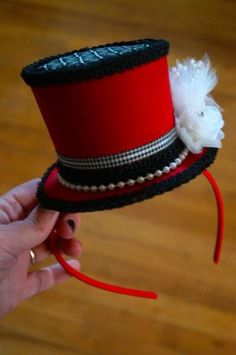Steeple Chase = Quick tutorial on how to make a mini top hat.and an entertaining read:) Made my night! Mad Hatter Hats, Mad Hatter Tea, Mad Hatter Costumes, Mad Hatters, Diy Headband, Headbands, Crown Headband, Ringmaster Costume, Clown Costume Diy