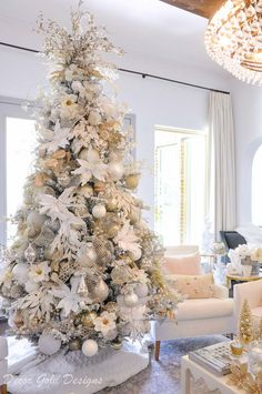 Bright White Christmas Living Room with a dreamy white tree White Christmas Tree Decorations, Frosted Christmas Tree, Elegant Christmas Trees, Flocked Christmas Trees, Christmas Tree Inspiration, Classy Christmas, Beautiful Christmas, Champagne Christmas Tree, White Xmas Tree