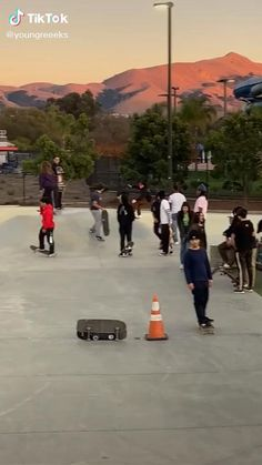 Beginner Skateboard, Skateboard Videos, Skateboard Photos, Skateboard Design, Skateboard Girl, Skate Bord, Photographie Indie, Miguel Diaz, Skate And Destroy