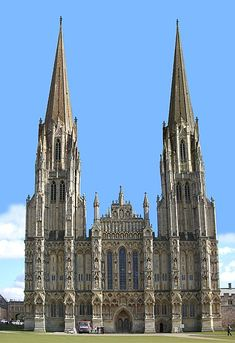 File:Well Cathedral with cutnpaste spires.jpg