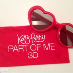 I just really want these Limited Editin 'Lolita' Katy Perry 3D Glasses!