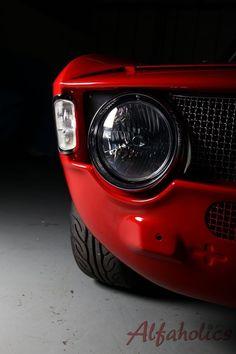 Alfa Romeo's Sports Sedan is a Future Classic: HagertyThe 2017 Alfa Romeo Giulia Quadrifoglio has Alfa Romeo Junior, Alfa Romeo Gta, Alfa Gta, Alfa Bertone, Alfa Romeo Logo, New Sports Cars, Sport Cars, Ford Gt, Ferrari 458