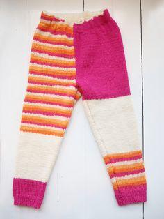 Lapsen neulotut villahousut Novita 7 Veljestä ja 7 Veljestä Raita | Novita knits Knit Crochet, Sweatpants, Knitting, Kids, Crocheting, Fashion, Young Children, Crochet, Moda