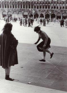 Venezia, 1958: in piazza San Marco.  Pepi Merisio   #TuscanyAgriturismoGiratola