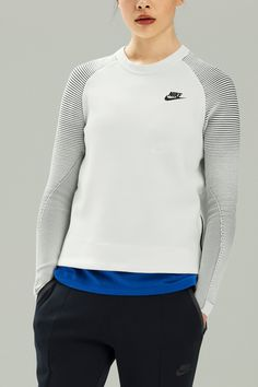 Pullover comfort. Statement street style. The NikeWomen Tech Fleece Women's Crew takes the bulk out of layering, with breathable material and a minimal design.