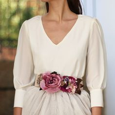 06.03.16 beautiful look. love the 3/4 blouse with a statement rose belt