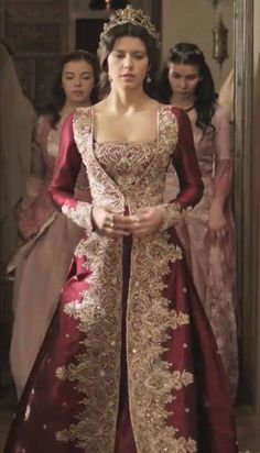 kosem sultan sends her regards — fave magnificent century costumes Turkish Fashion, Indian Fashion, Indian Dresses, Indian Outfits, Evening Dresses, Formal Dresses, Wedding Dresses, Kosem Sultan, Fantasy Dress