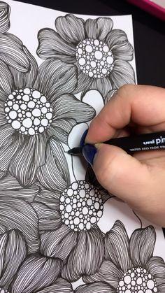 Doodle Art Drawing, Zentangle Drawings, Mandala Drawing, Cool Art Drawings, Zentangle Patterns, Zentangle Art Ideas, Flower Art Drawing, Doodles Zentangles, Doodle Patterns