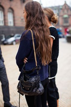 Clever DIY: Balenciaga First bag with a gold chain strap - Outfit ideas and street style inspiration