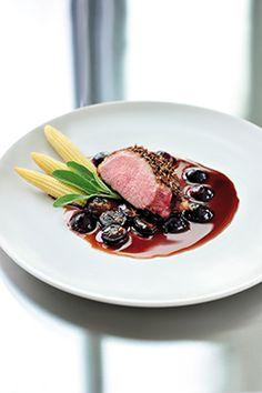 Gebraden eendenborst met specerijen, jus met druiven en salie - Ambiance - Philippe Van Den Bulck !