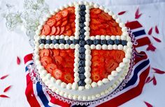 17 May Bløtkake (Norwegian Independence Day Cake) Norwegian Cuisine, Norwegian Food, Norwegian Recipes, Norway Food, Scandinavian Food, Cupcakes, Snacks, Cream Cake, Cupcake