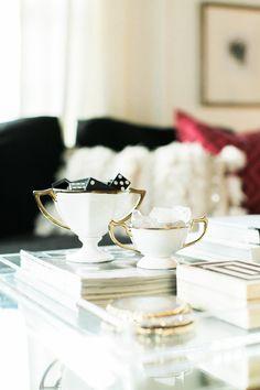Coffee table setup | theglitterguide.com