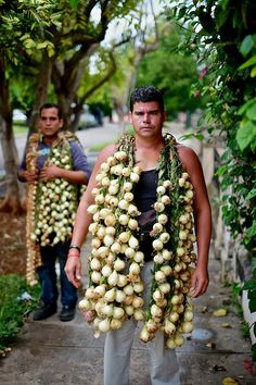 selling onions in Havana, Cuba.  Photo: Greg Kahn