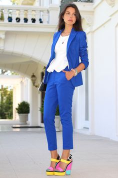 This royal blue keeps popping up this Spring. Love the pant suit and bright colored shoes!