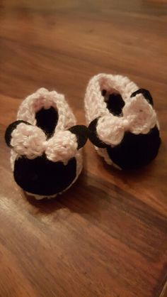 Minnie mouse baby crochet shoes
