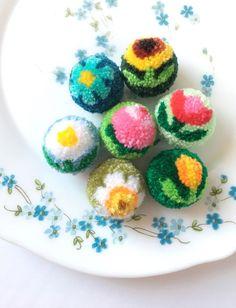 Flower Pom poms / Unique Pom pom - Famous Last Words Pom Pom Crafts, Flower Crafts, Yarn Crafts, Diy Arts And Crafts, Crafts For Kids, Diy Crafts, Preschool Crafts, Tshirt Garn, Pom Pom Animals