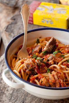 spaghetti mediterranei al tonno