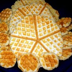 Savory Pastry, Savoury Baking, Waffle Cake, Canapes, Dessert Recipes, Desserts, Waffles, Biscuits, Bakery