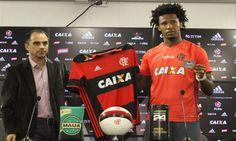 Um dia após ser aprovado nos exames, Rafael Vaz realizou seu primeiro treino pelo Flamengo e foi apresentado oficialmente na tarde desta quarta-feira.