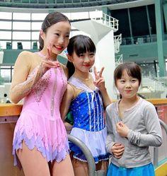 エキシビションを終えそろって笑顔の(左から)本田真凜、望結、紗来姉妹=京都アクア - Yahoo!ニュース(デイリースポーツ)