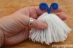 Learn How To Make These Easy Mischievous Yarn Monsters Yarn Crafts For Kids, Fun Projects For Kids, Daycare Crafts, Crafts For Teens, Teen Crafts, Drinking Straw Crafts, Yarn Monsters, Beaded Christmas Ornaments, Craft Club