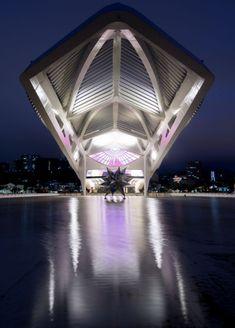 MUSEU DO AMANHÃ in RIO DE JANEIRO. Santiago Calatrava Santiago Calatrava, Museum Architecture, Architecture Design, Brasil Travel, Tower Design, Tourism, Patio, Urban, Building